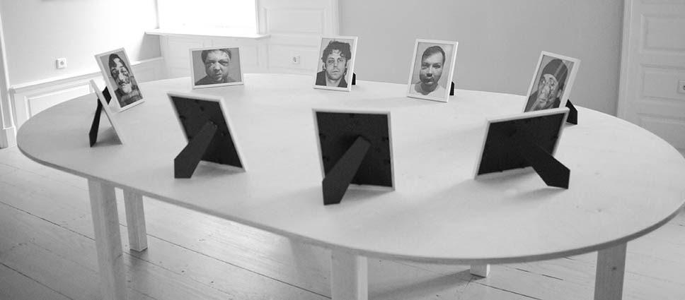 Стіл переговорів/Negotiating table